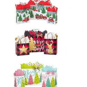 18 Christmas gift bags, includes tissue